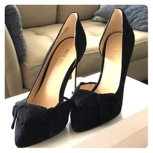 Nine West Edelina Bow Suede Pumps (never worn)